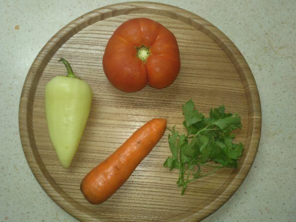 Ингредиенты для овощного смузи в блендере