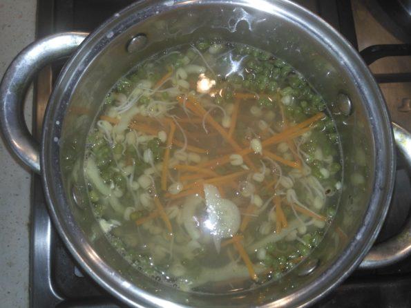 ингредиенты для салата обдаем кипятком