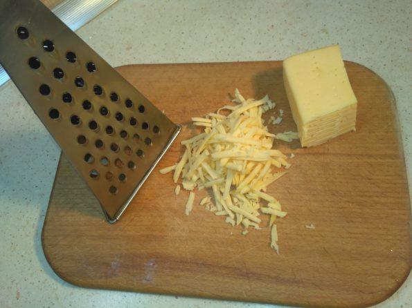 натираем сыр для хачапури