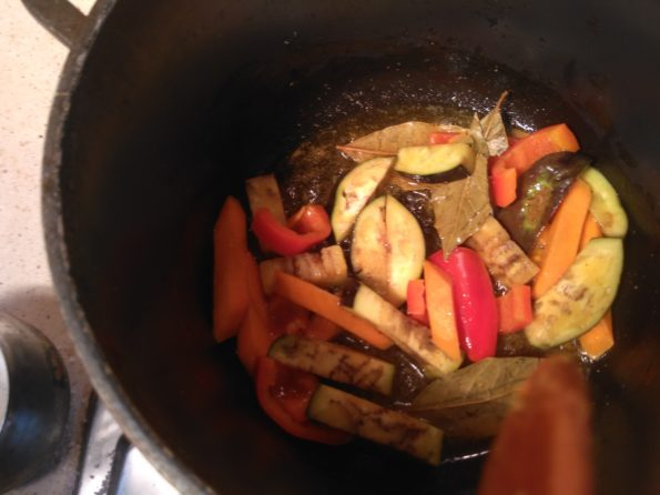 Готовим пасту с баклажанами, болгарским перцем и морковью