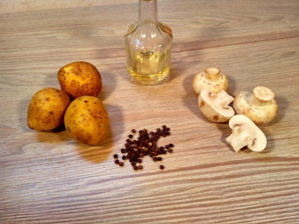 Ингредиенты для жареной картошки с грибами