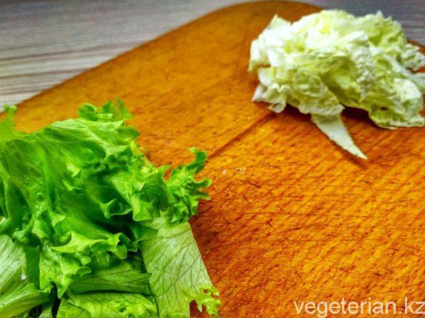 Подготавливаем листья для салата