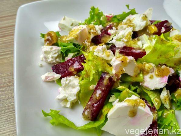 Салат со свеклой и плавленым сыром
