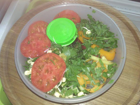 Ингредиенты для свежего салата с собой