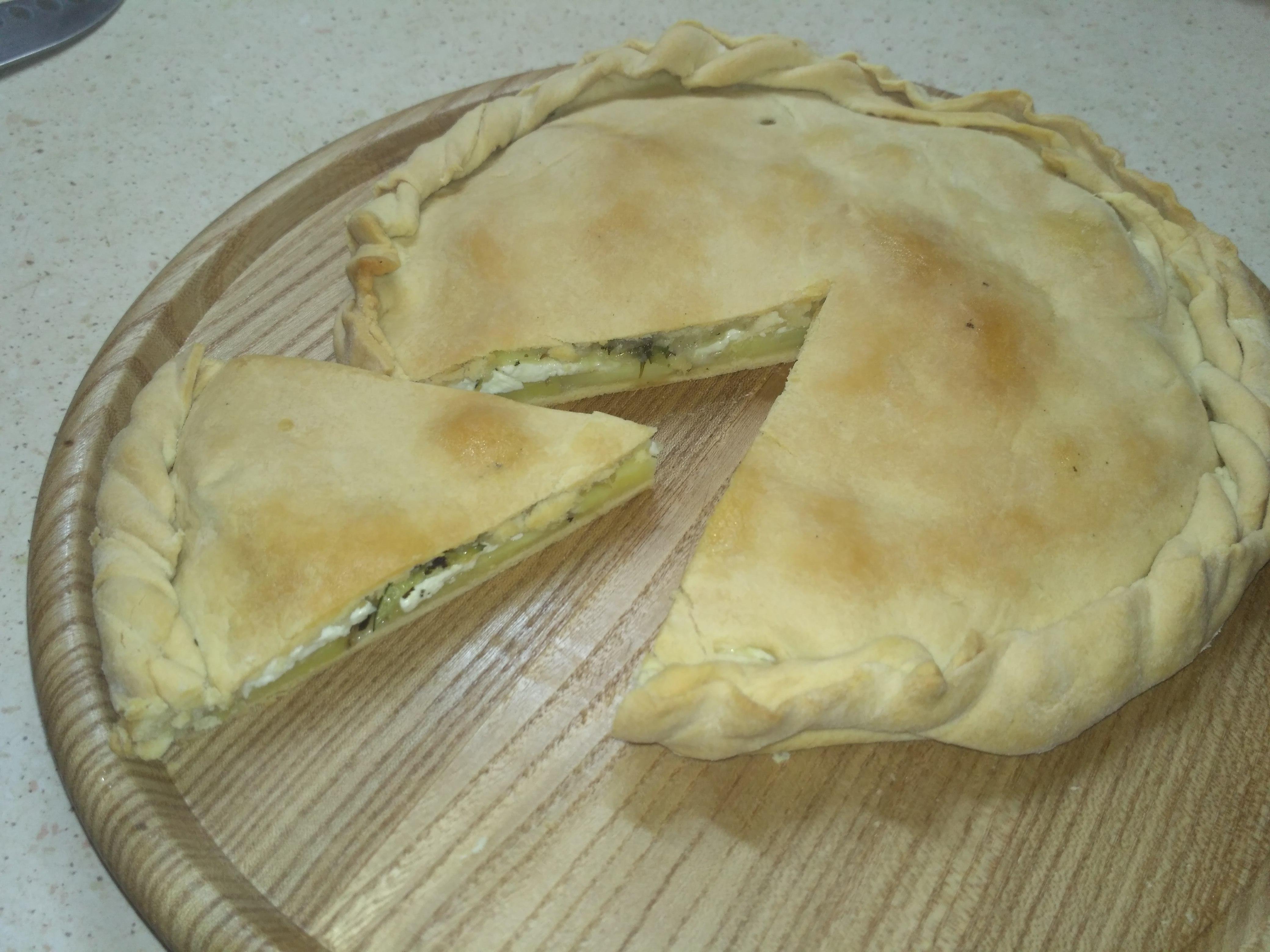 Пирог с кабачком, картофелем и брынзой