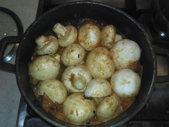 Варим грибы в соусе