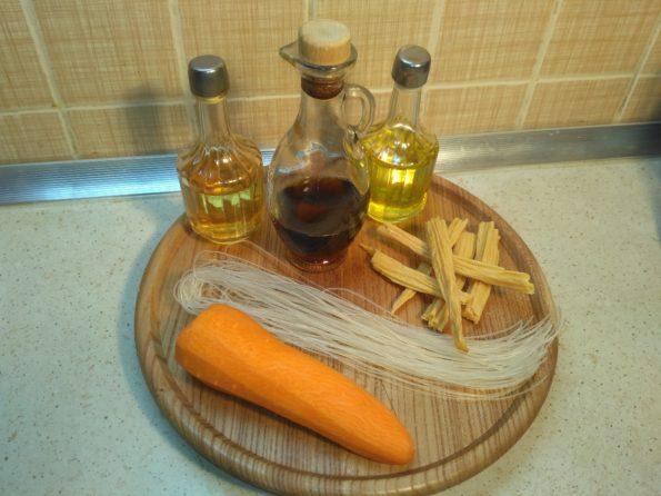 Ингредиенты для приготовления Фунчоза с морковью и соевой спаржей