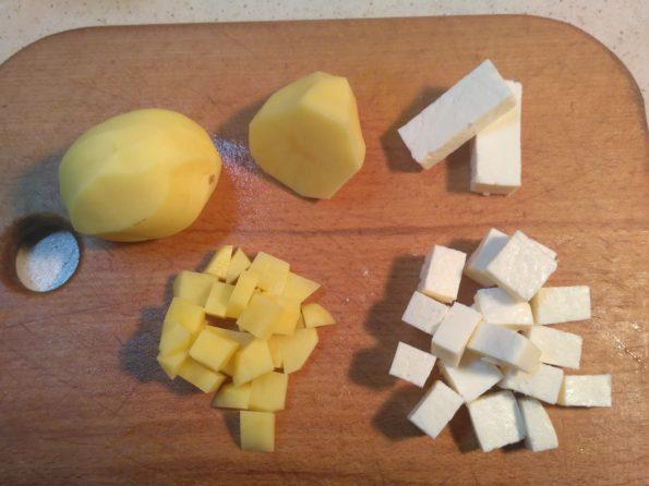 Режем ингредиенты для вегетарианского супа