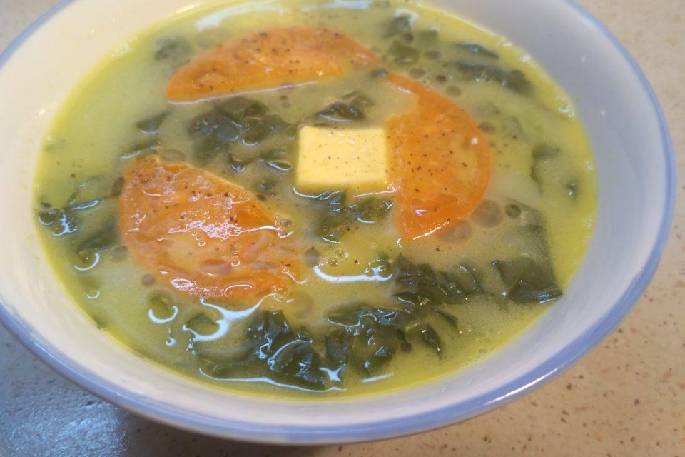 Суп со шпинатом, картошкой и домашним сыром