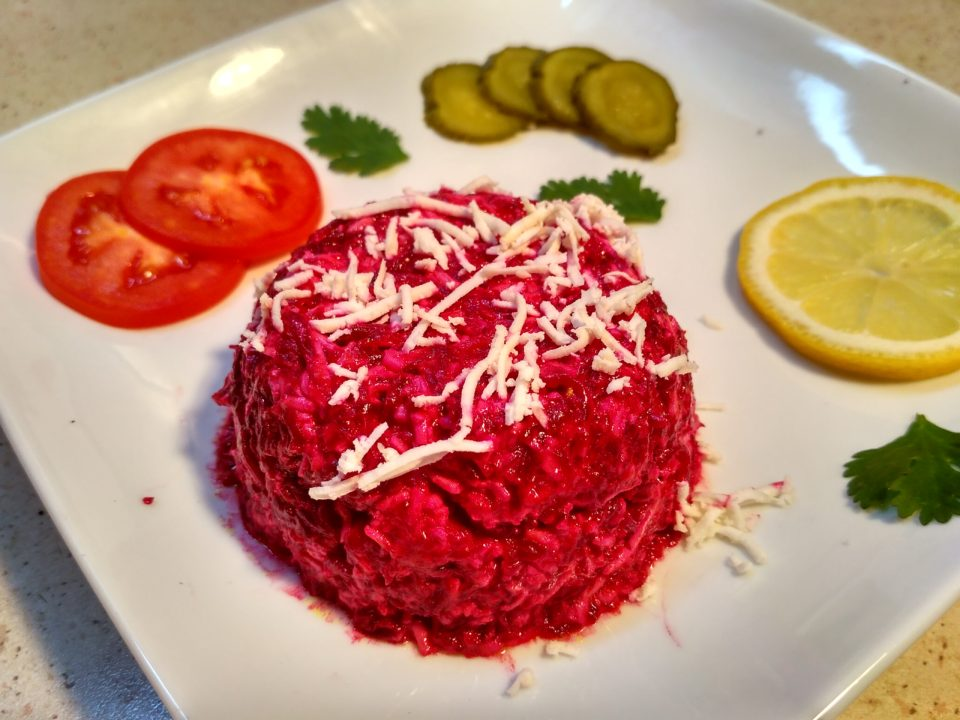 Свекольный салат с домашним сыром