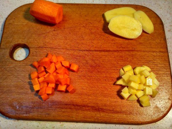 режем овощи на салат