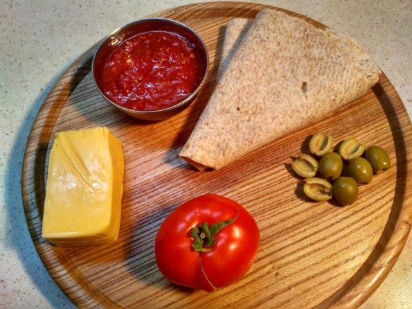 Ингредиенты для вегетарианской завернутой пиццы