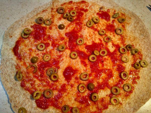 готовим завернутую пиццу из лаваша
