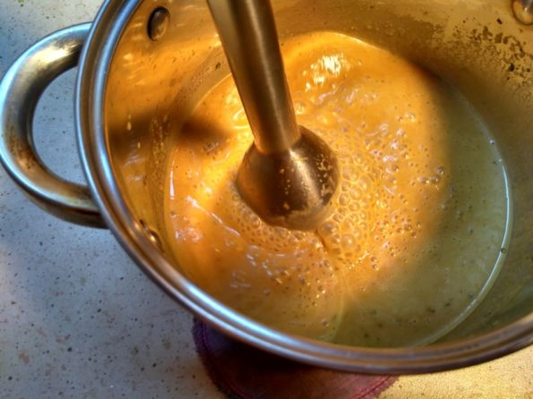 взбиваем наш вегетарианский крем суп с грибами