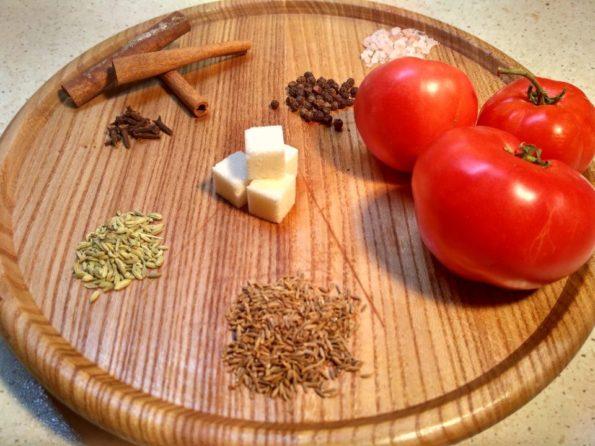 Ингредиенты для помидорного чатни