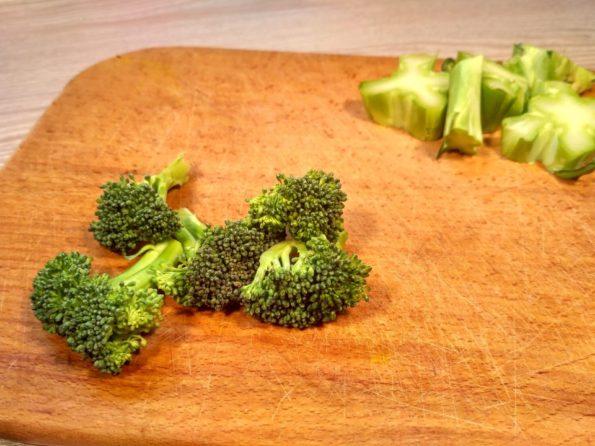 Режем брокколи