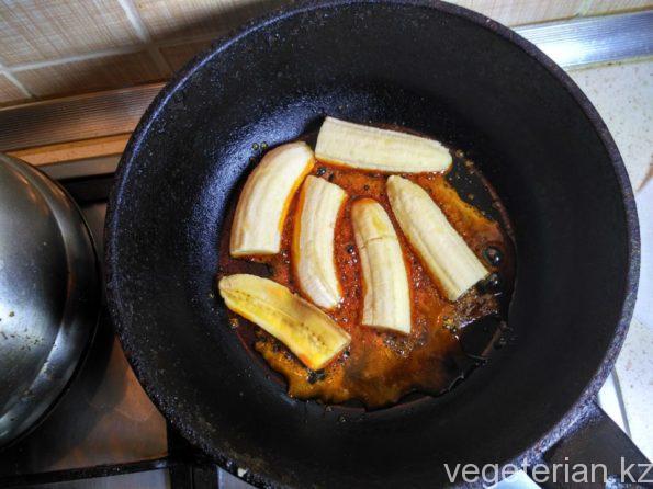 Готовим бананы в карамели с корицей и грецким орехом