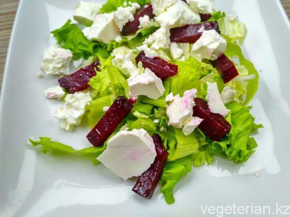 Готовим салат со свеклой и плавленым сыром