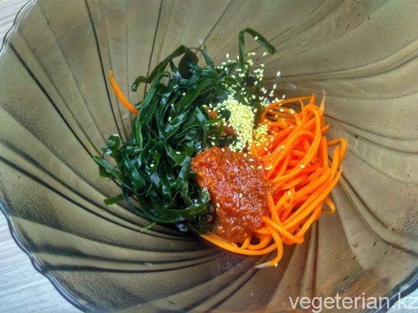 Готовим салат из морской капусты и моркови