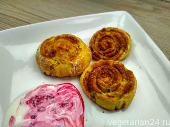 Вегетарианские булочки с корицей
