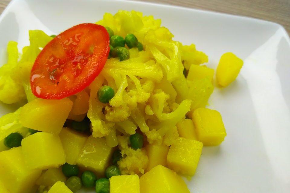 Вегетарианское рагу с картофелем и цветной капустой