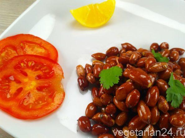 Китайский вегетарианский салат из арахиса