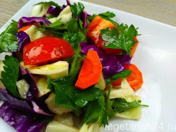 Салат из краснокочанной и белокочанной капусты