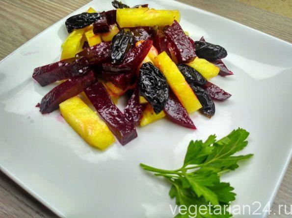 Веганский салат из свеклы и ананаса
