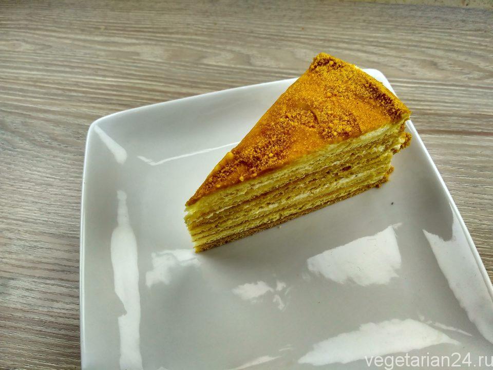 Вегетарианский торт медовик без яиц