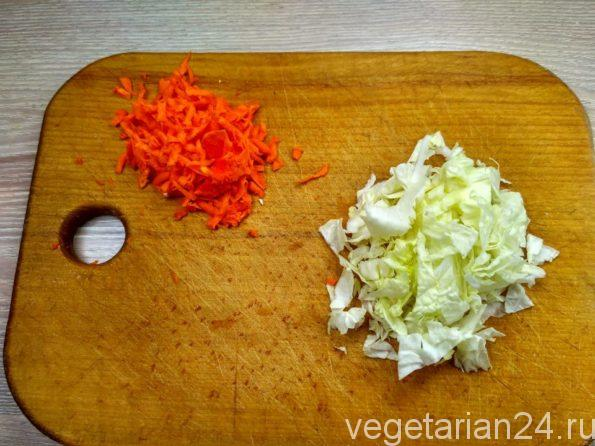 Подготавливаем овощи для лобио