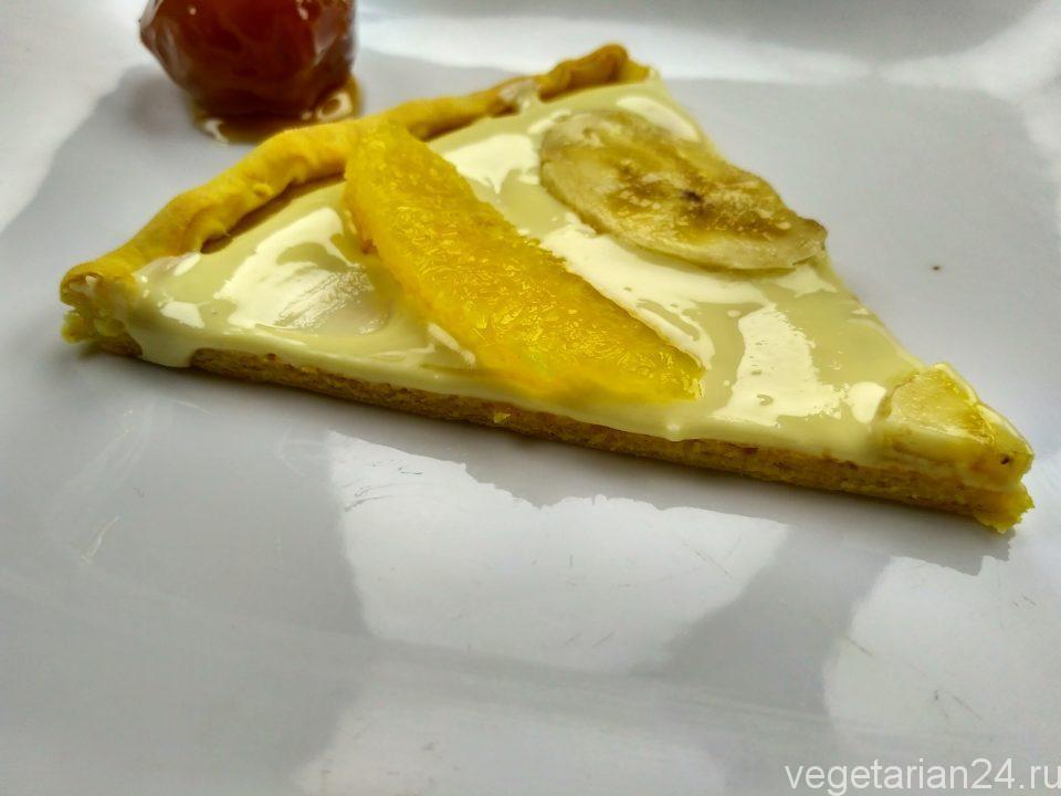 Сладкая пицца с белым шоколадом