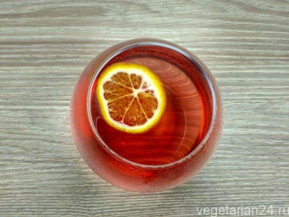 полезный чай из каркаде и листьев смородины