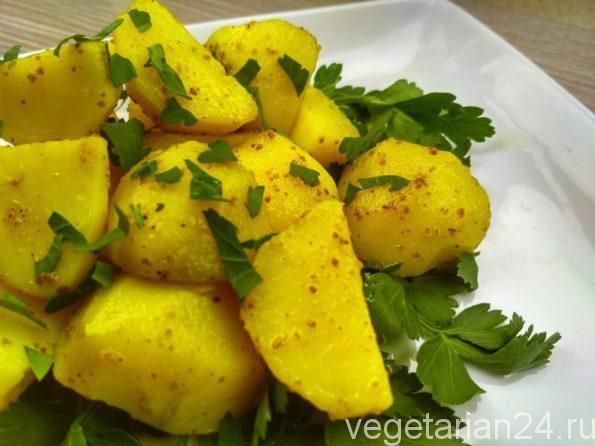 Вареная картошка со специями и зеленью