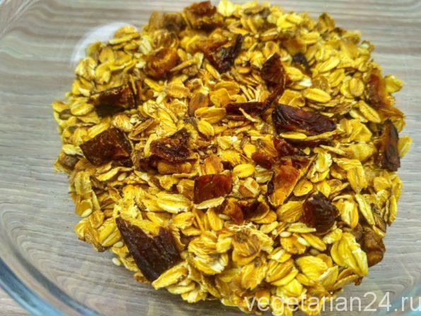 Домашние мюсли с орехами и черносливом