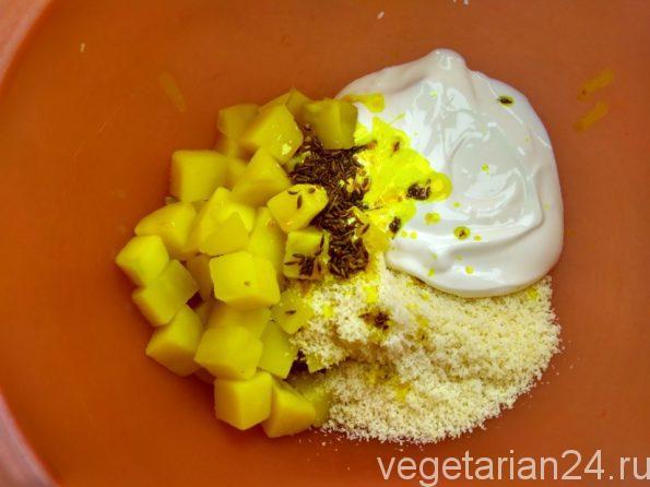 Вегетарианский салат из картофеля и кокоса.