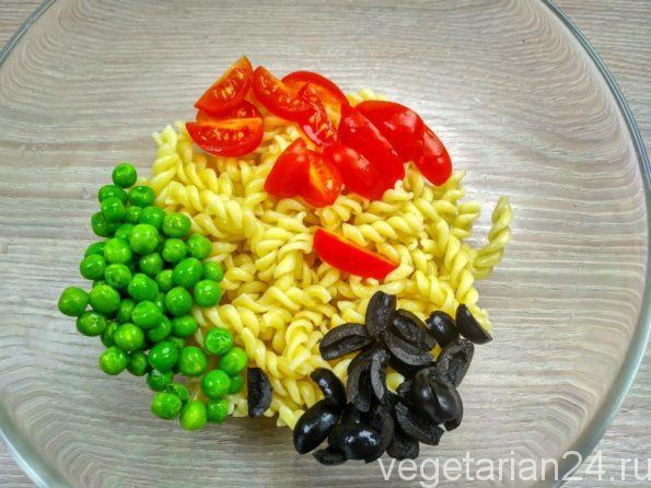 Готовим салат из макарон