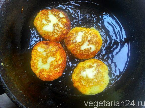 Готовим вегетарианские сырники без яиц