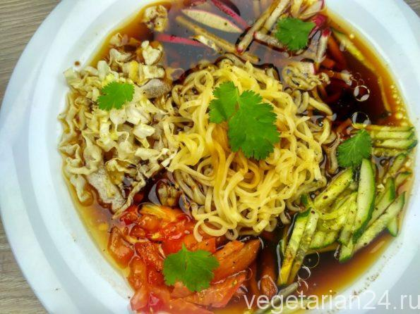 Веганский корейский холодный суп кукси