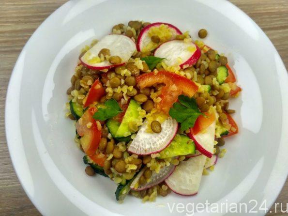 Постный салат с булгуром и чечевицей