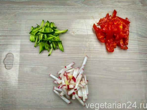 Овощи для вегетарианской окрошки