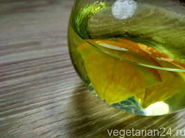 Полезный травяной чай из монарды и смородины
