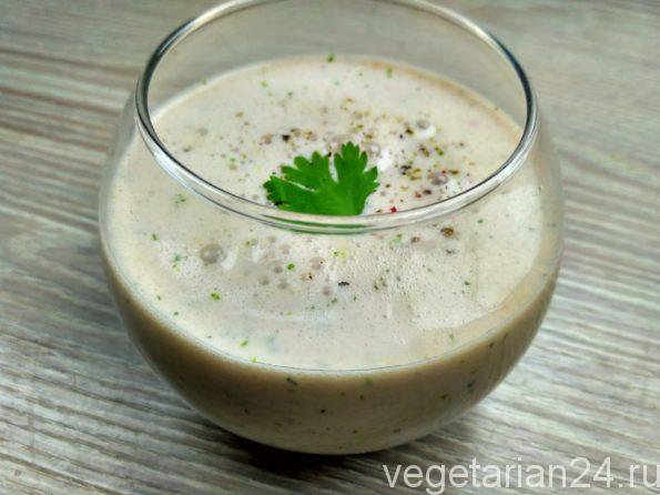 Индийский соленный напиток овощной ласси