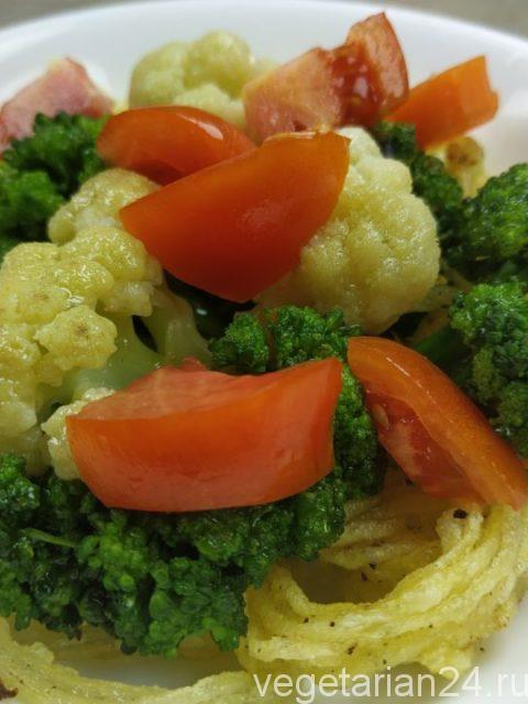 Постный овощной салат с жареным картофелем
