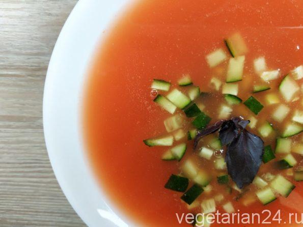 Прозрачный томатный суп
